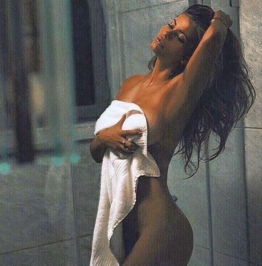 Natalia Mesa Bush, buongiorno tutta nuda